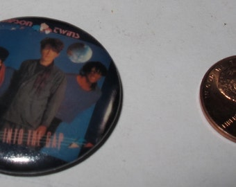 """Vintage 1""""  Collectible button : thompson twins"""