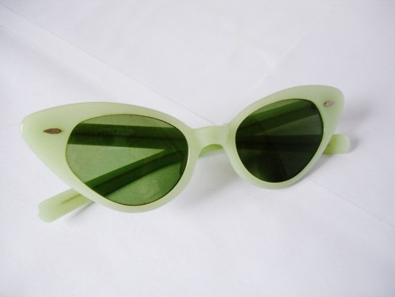 Amazing Vintage B & L Ray Ban Cat Eye Women's Sunglasses - See our huge collection of vintage eyewear