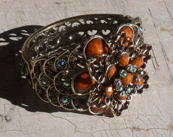 Collectible 1970s Floral Motif Hinged Brass Colored Filigree Bracelet With Aurora Borealis And Amber Stones Unmarked