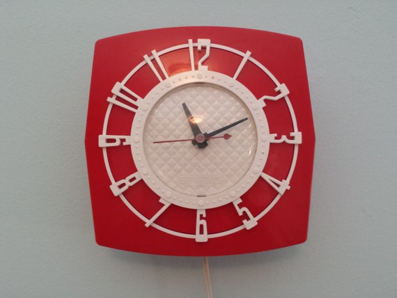 Spartus Plastic Wall Clock Red And White Mid By