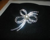 Vintage Bow/Ribbon Silver Tone Brooch with Rhinestone and Faux Pearl