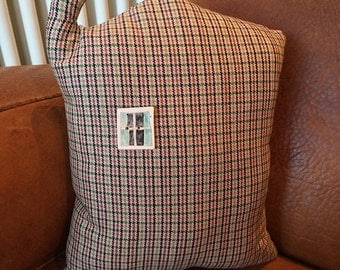 House cushion with window button