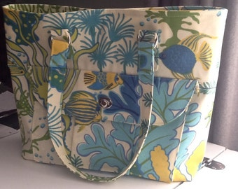 Beach themed purse, outside pocket with twist lock closure and teal cotton lining