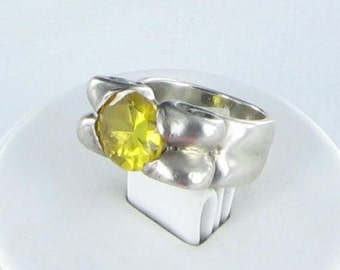 Yellow Glass ring sized 6 1/2 Silver tone chunky Bohemian style Signed
