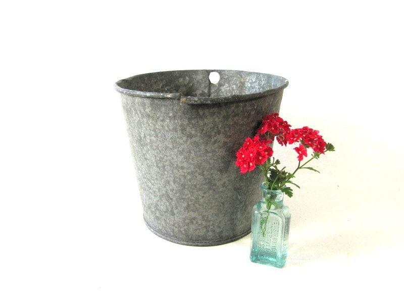 Vintage galvanized bucket maple syrup bucket for Galvanized well bucket