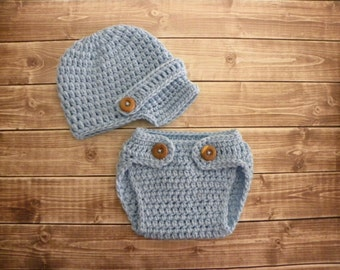 Baby boy Newsboy hat and diaper cover photo prop in baby blue .Crochet baby newsboy hat. Crochet diaper cover.