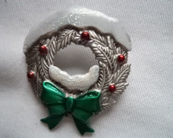Vintage Signed JJ Silver pewter Sparkling Snow Covered Christmas Wreath Brooch/Pin