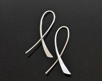 Silver Cross-Flow Earrings. Flowing lines creating a simple, modern look.