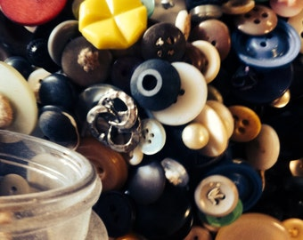 Assortment of vintage buttons