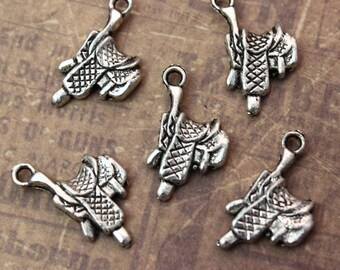 10 Saddle Charms Saddle Pendants Antiqued Silver Tone 3D12 x 20 mm