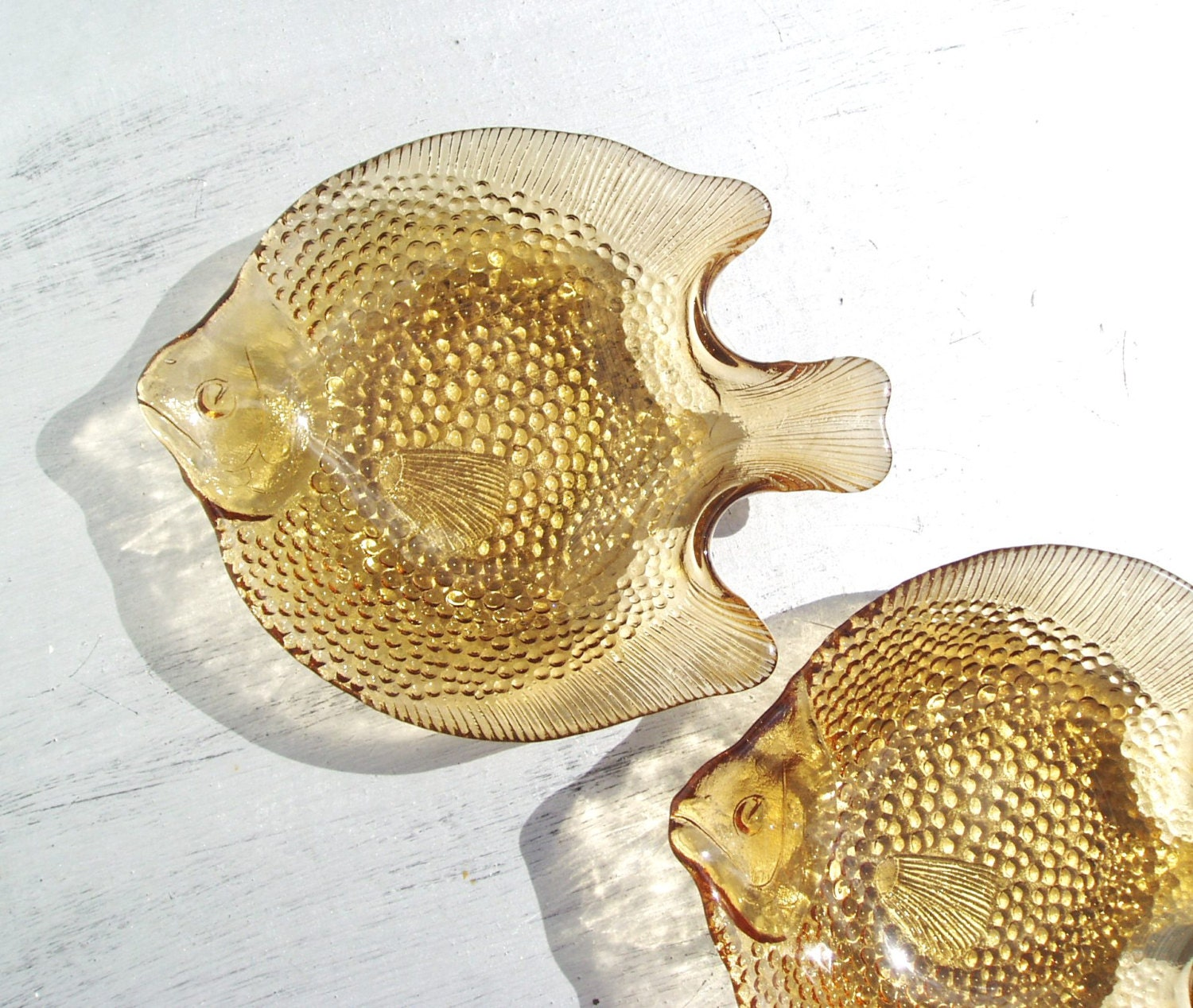 Glass serving dishes heavy pressed glass plates fish shaped for Fish shaped plates