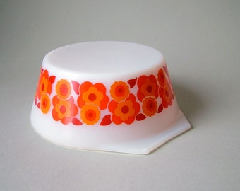 Vintage French Pyrex bowl Arcopal France serving dish Mid Century Modern 60s 70s salad bowl white graphic 60s orange red tangerine flowers