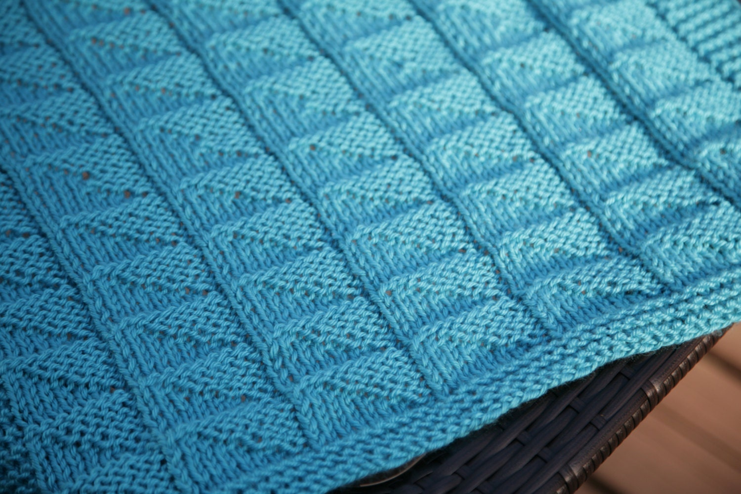 Reversible Knitting Patterns : Blue Light Catcher Textured Reversible Blanket baby blanket