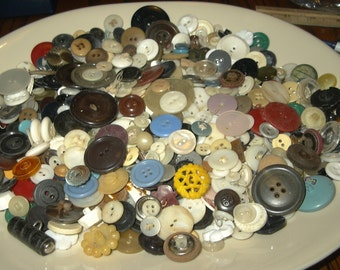 Huge lot of vintage & antique buttons small medium size baklite ivory bone etc 1lb not sorted through!