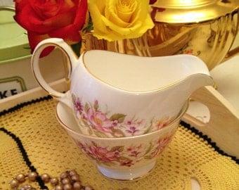 Vintage Colclough wayside milk jug and sugar bowl creamer set. 1950s
