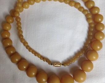 30s honey coloured bakelite necklace