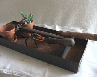 Vintage Industrial Metal Tool Tray, Vintage Rusty Tool Tray, Tool Tray With Handle, Vintage Gardening Tray From Made Of Flaws