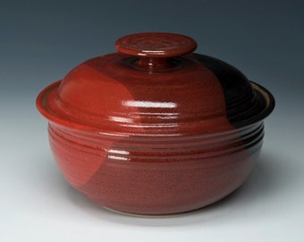 Lidded Pottery Casserole Dish with Knob lid