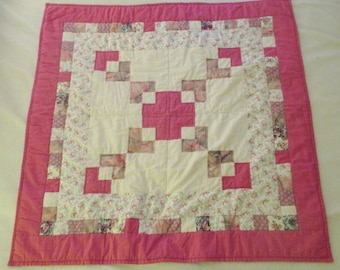 Floral Patchwork Quilt, Shades of Pink and White