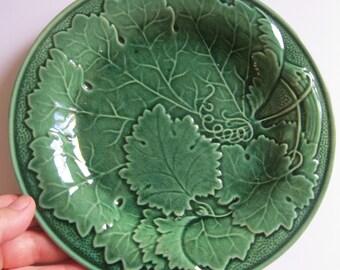 vintage green glazed floral leaf design plate majolica 8 inches diametre