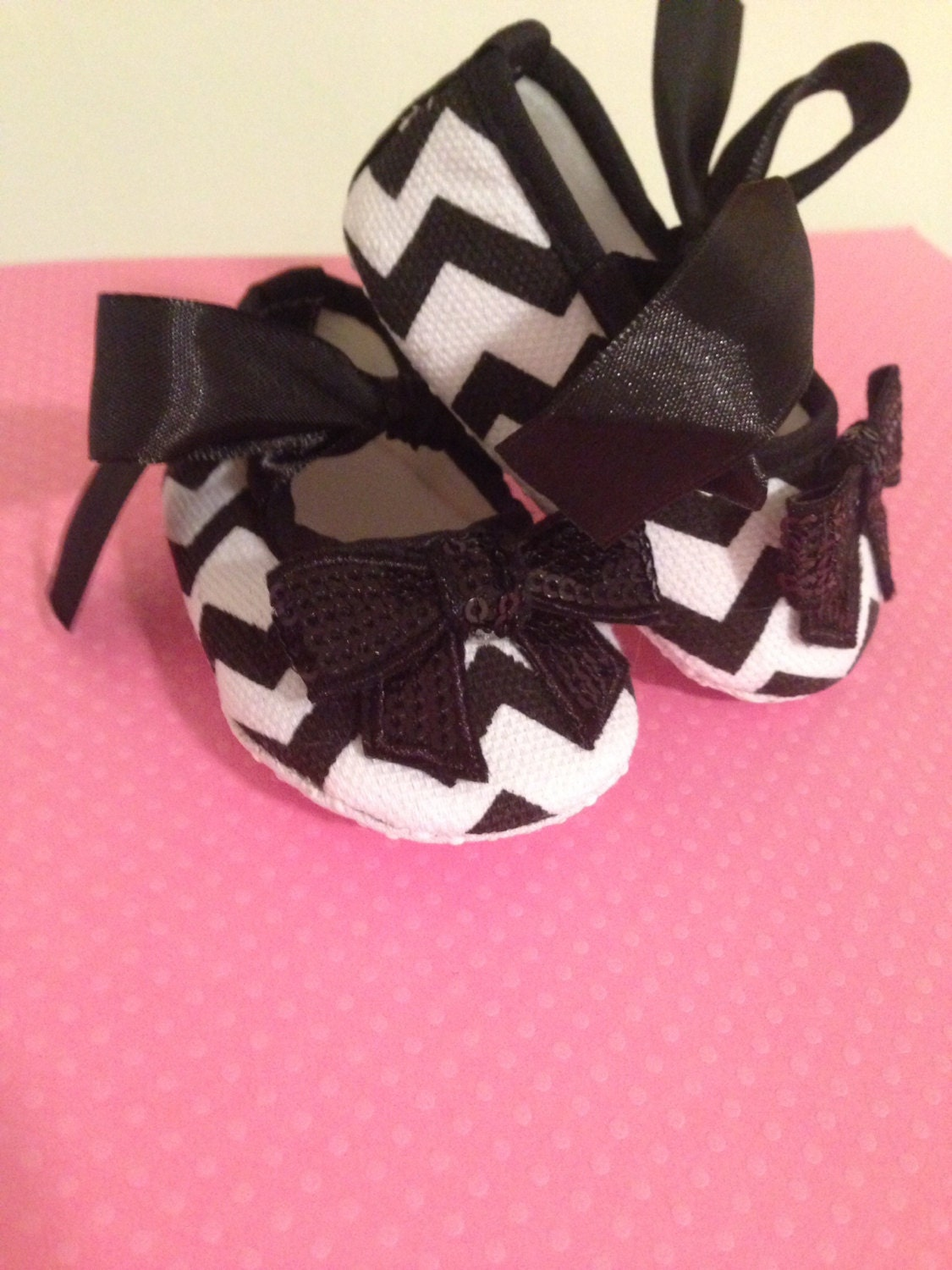 black and white chevron pattern infant baby crib shoes with