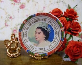 Elizabeth II Miniature Plate 1:12 scale