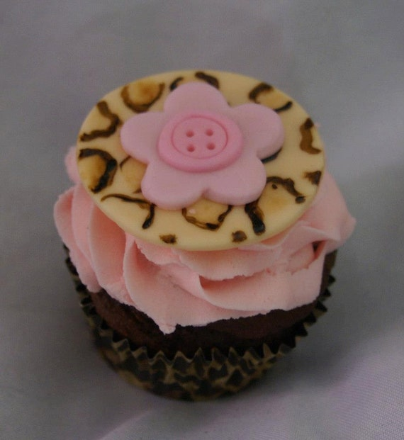 Items similar to handpainted leopard print edible cupcake for Animal print edible cake decoration