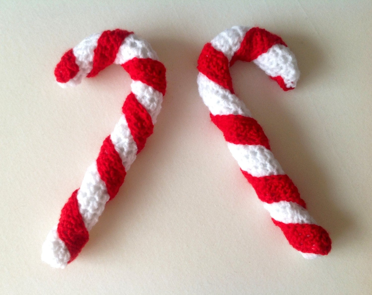 Crochet candy cane christmas decoration giant candy cane - Decoration au crochet ...