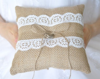 Burlap ring pillow Rustic ring cushion Burlap Ring Bearer Pillow with White cotton lace Woodland / Rustic / Cottage style Weddings