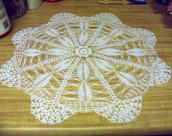 White spokes and fan doily (21 inch )