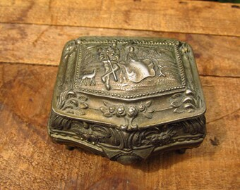 Vintage Footed Ornate Trinket Jewelry Box - Hunting Couple