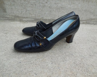 Vintage 60s NAVY blue leather heels / navy blue pumps / round toe shoe / womens shoe size 8 Narrow