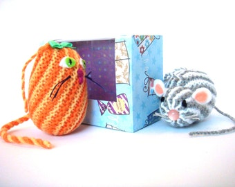 Baby toys ZOO, 2 rattle toys set in gift box, hand knitted animals