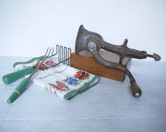 Gorgeous Rusty Vintage Pope Kitchen Benchtop Mincer