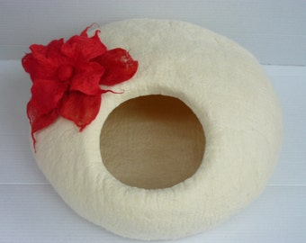 Felted Cat Cave / Cat House / Cat Den / Cat House / and GIFT