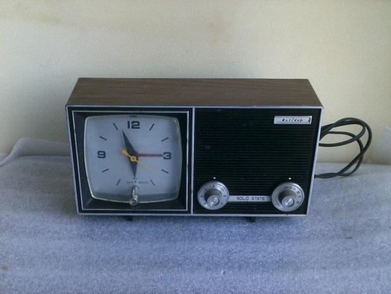 free shippingvintage retro radio alarm clock by troyscollectibles. Black Bedroom Furniture Sets. Home Design Ideas