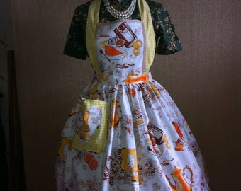 Vintage Retro Teapot, Kitchens, Full Apron for all  Retro, Vintage Lovers, Dolly Does Vintage