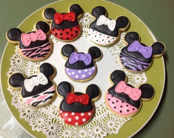 16 Minnie Mouse iced cookies platter.