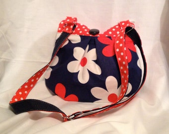 """Child's purse - """"Daisy Blues"""" purse with zippered closure and an adjustable strap"""