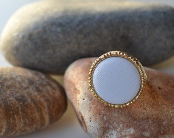 Beautiful vintage large gold and white ring