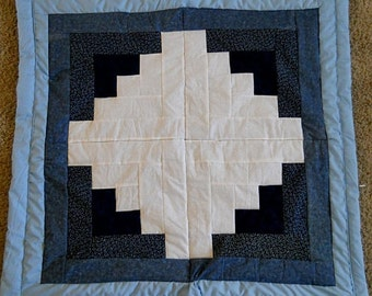 Log Cabin Wall Hanging Crib Quilt! Size: 35 x 37  inches.