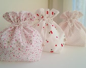 A Set of 3 Holiday Gift Bags / Christmas Cloth Bags / Fabric Gift Wrap / Christmas Party Favor/drawstring bags