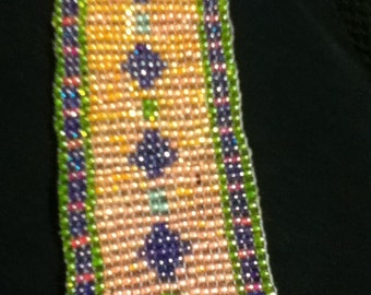 diamonds and squares loomed bracelet