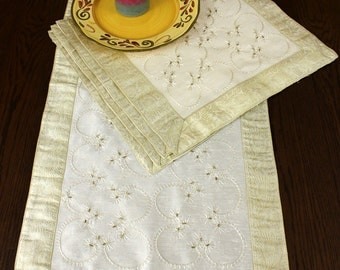 Hand Embroidered Night Table 5-Piece Placemat Set (Beige)