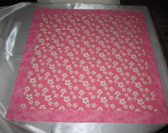 DAISY PRINT Swaddle or Receiving Blanket with Decorative Stitching
