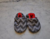 Chevron baby booties- Slippers lined with fleece for maximum comfort. Elastic ankle. Newborn-Year