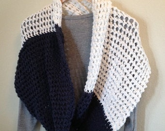 Items similar to Mobius infinity scarf LOOM KNITTING ...