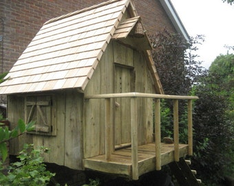 one off hand crafted childrens play dens, treehouse, playhouse.