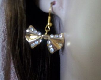 single earring with gold bow and rhinestone