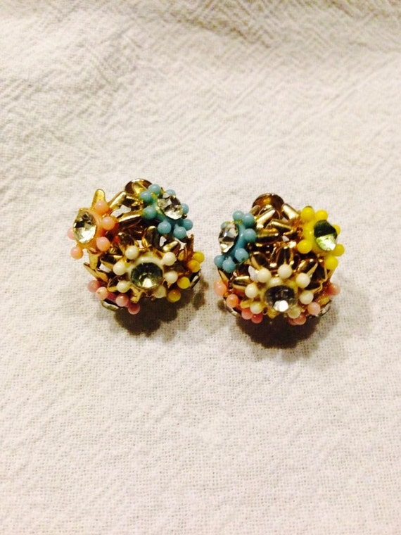 Vintage flower bouquet pastel colored earrings with rhinestone for Pastel colored flower arrangements